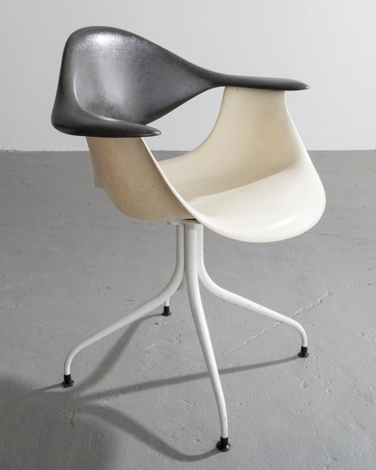 Swaged Leg chair, model MAF, in fiberglass, enameled steel, rubber, enameled aluminum, and plastic. Designed by George Nelson & Associates for Herman Miller, USA, 1954.