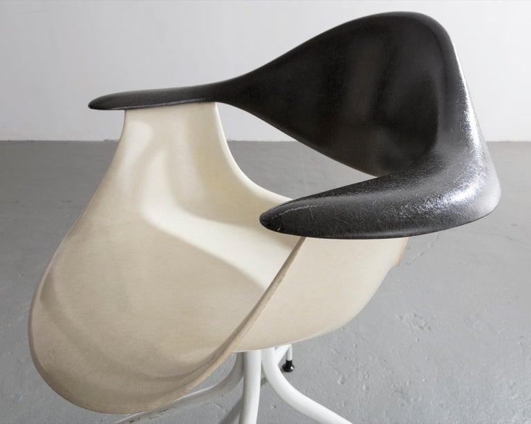 Swaged Leg Chair in Gray and White by Georg Nelson & Associates, 1954 For Sale 1