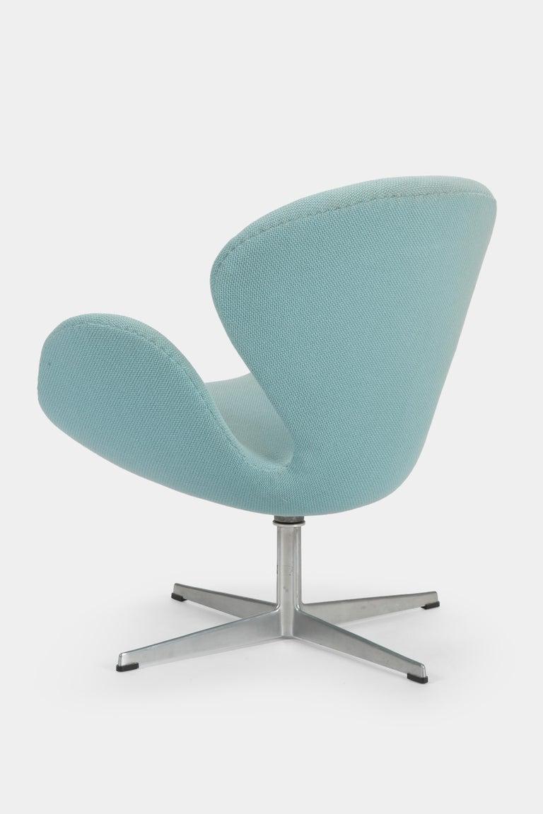Danish Swan Chair Arne Jacobsen Fritz Hansen, 1960s For Sale