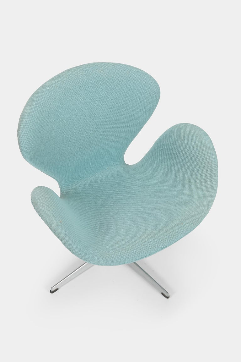 Mid-20th Century Swan Chair Arne Jacobsen Fritz Hansen, 1960s For Sale