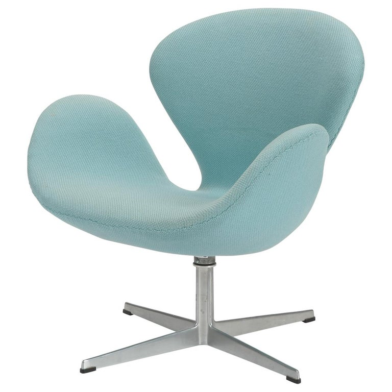 Swan Chair Arne Jacobsen Fritz Hansen, 1960s For Sale