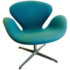 Swan Chair Designed by Arne Jacobsen for Fritz Hansen