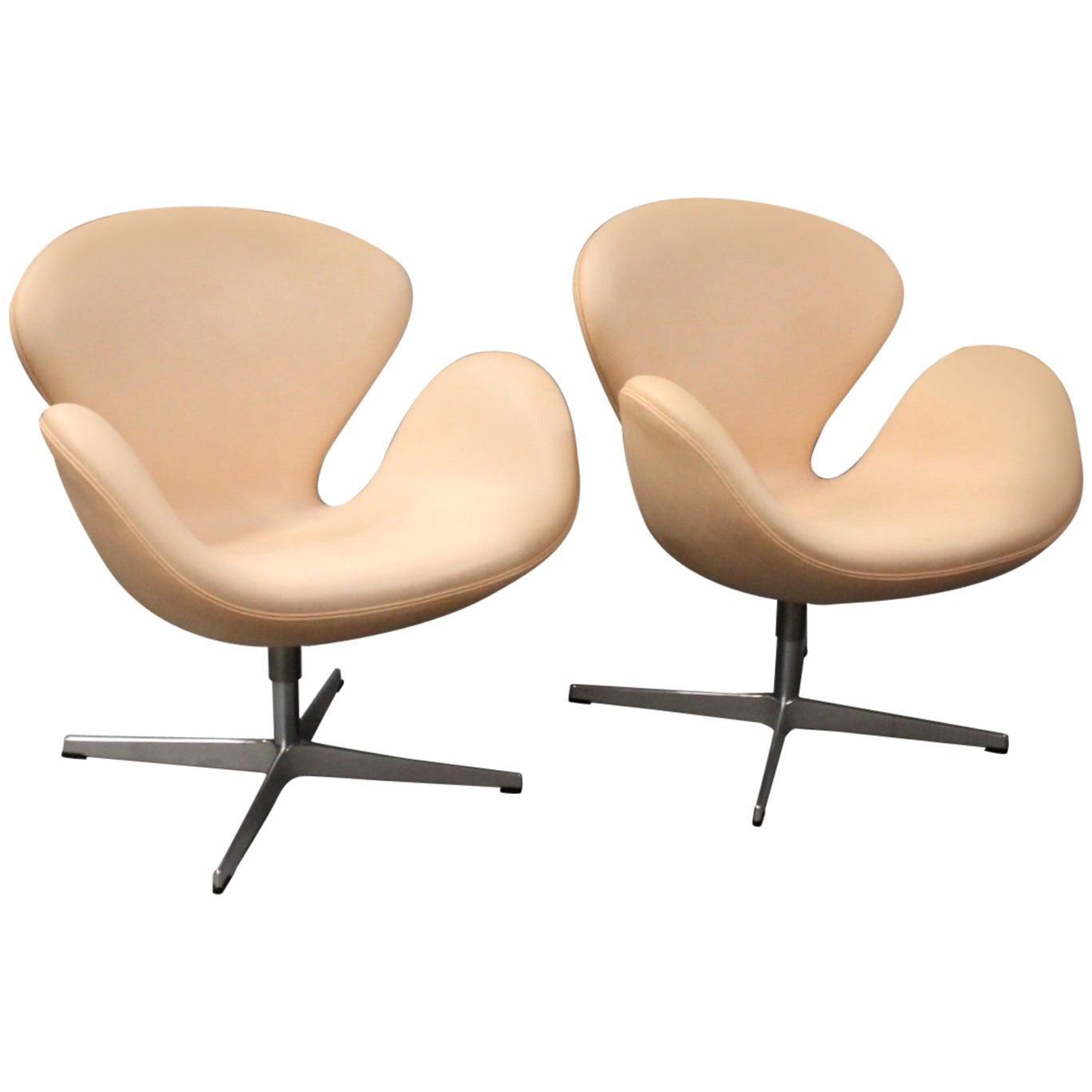 Swan Chair, Model 3320, by Arne Jacobsen and Fritz Hansen, 2013
