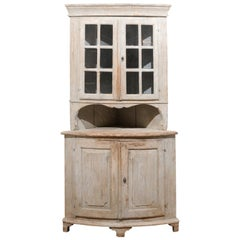 Swedish 1800s Gustavian Period Corner Cabinet with Glass Doors and Reeded Motifs