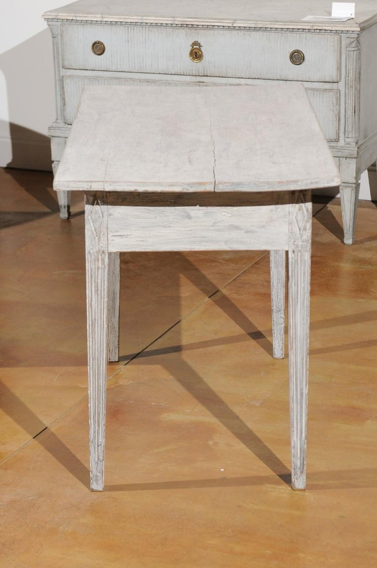 Swedish 1820s Gustavian Style Painted Wood Table with Drawer and Reeded Accents For Sale 3