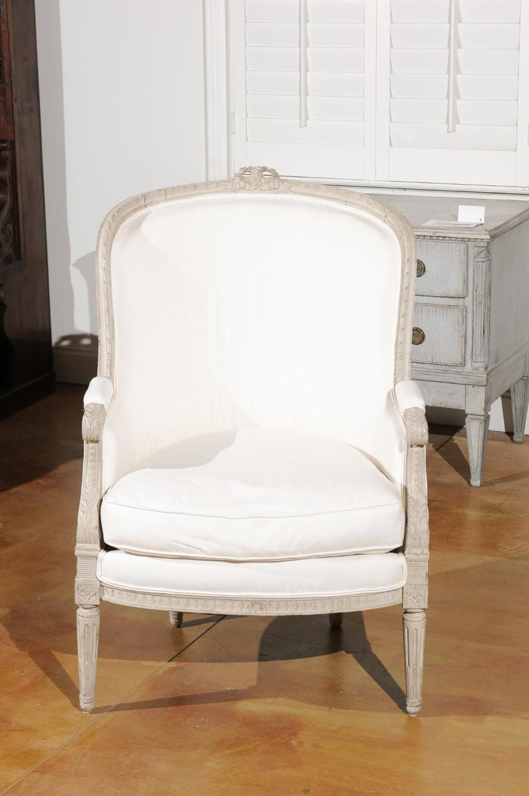Swedish 1920s Neoclassical Style Painted Barrel Back Upholstered Bergère Chair In Good Condition For Sale In Atlanta, GA