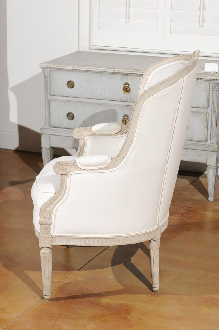 Swedish 1920s Neoclassical Style Painted Barrel Back Upholstered Bergère Chair For Sale 1