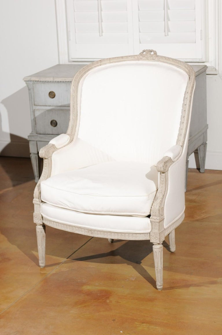 Swedish 1920s Neoclassical Style Painted Barrel Back Upholstered Bergère Chair For Sale 3
