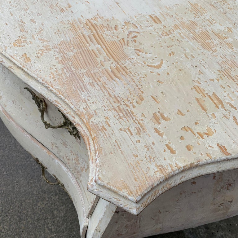 19th Century Gustavian Painted Bombè Chest of Drawers, Sweden For Sale 4