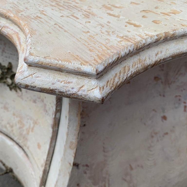 19th Century Gustavian Painted Bombè Chest of Drawers, Sweden For Sale 6