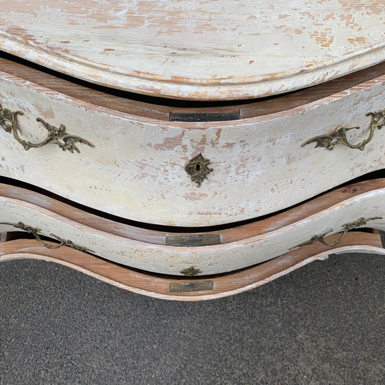19th Century Gustavian Painted Bombè Chest of Drawers, Sweden For Sale 11