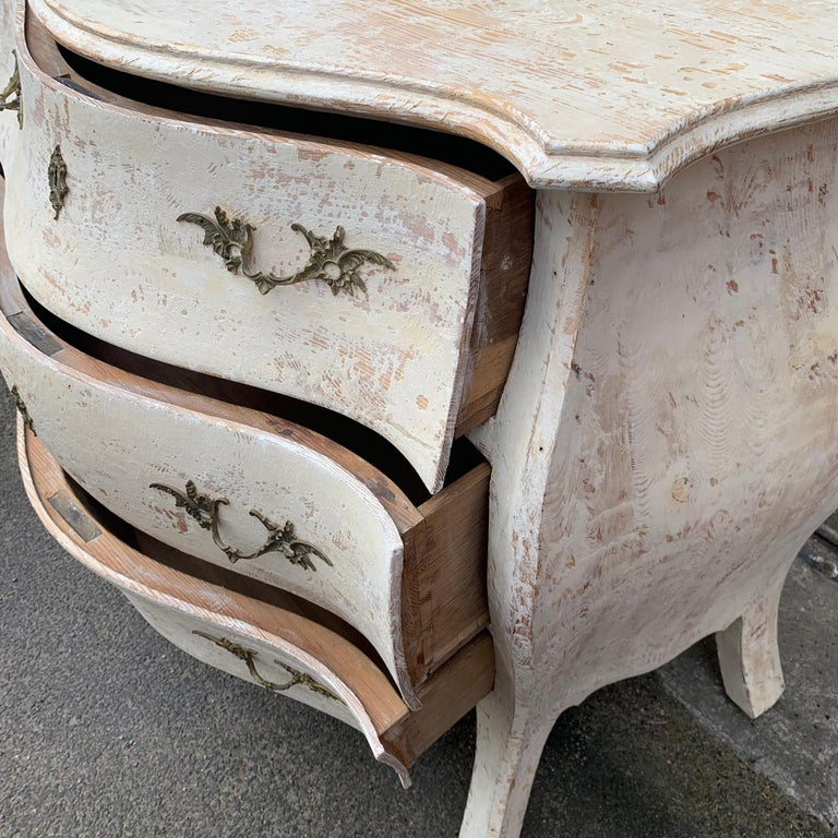 19th Century Gustavian Painted Bombè Chest of Drawers, Sweden For Sale 12