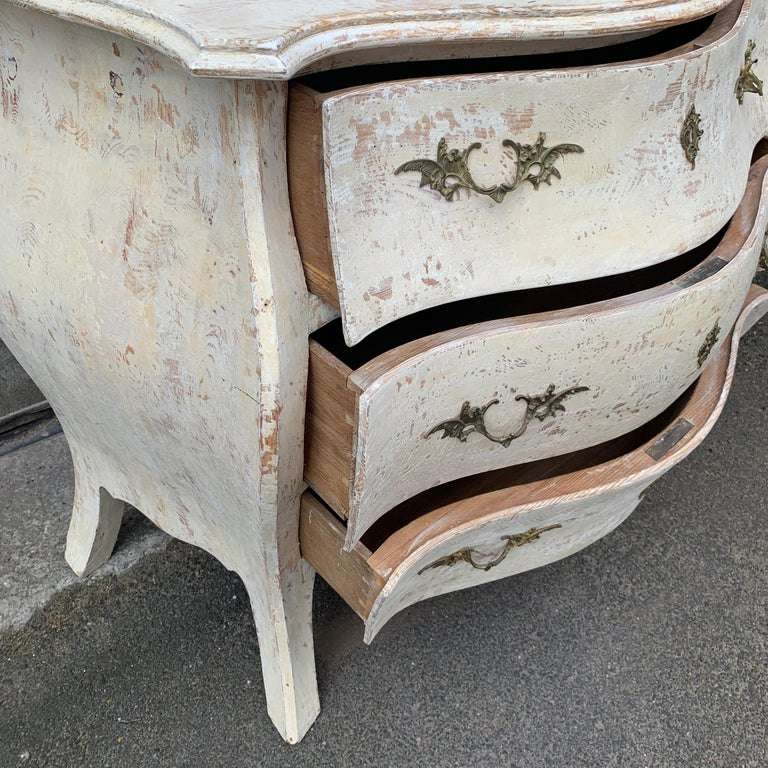 19th Century Gustavian Painted Bombè Chest of Drawers, Sweden For Sale 13