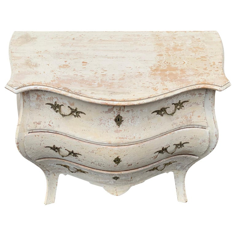 Swedish 19th Century Gustavian Painted Bombè Chest of Drawers, Sweden For Sale