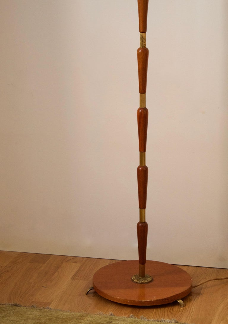 Swedish, Adjustable Floor Lamp, Brass, Stained Oak, Fabric, Sweden, 1950s In Good Condition For Sale In West Palm Beach, FL