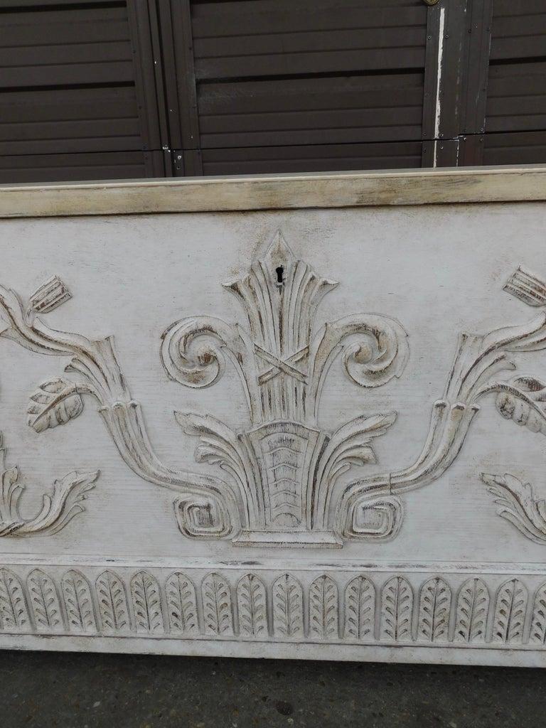 Early 20th Century Swedish Art Deco Era Gustavian White Painted Storage Chest Circa 1920 For Sale