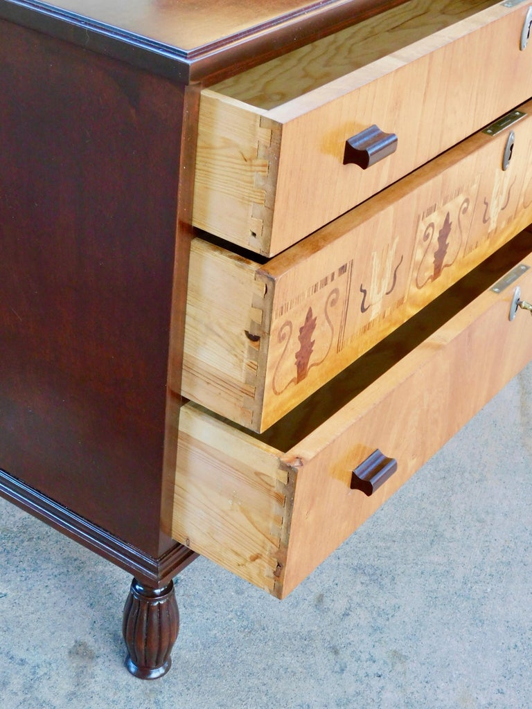 Swedish Art Deco Inlaid Chest of Drawers in Elm, Rosewood and Birch Root, 1930s For Sale 9
