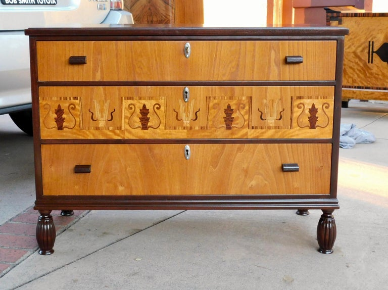 Swedish Art Deco chest of drawers/dresser (three drawers). Crafted in South Sweden in the 1930s in elm, and birch woods and inlaid in birch root, rosewood and pear. This chest has been beautifully restored by our craftsmen. It is in beautiful