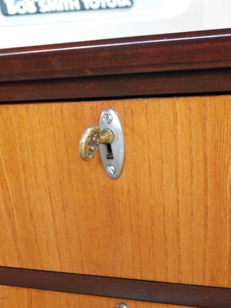 Swedish Art Deco Inlaid Chest of Drawers in Elm, Rosewood and Birch Root, 1930s For Sale 3