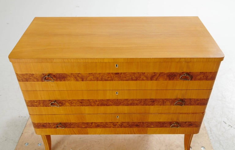 Swedish Art Moderne Dresser in Elm by Bodafors, circa 1940 In Excellent Condition For Sale In Los Angeles, CA