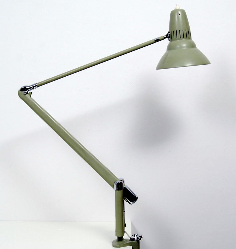 This desk lamp was manufactured by the Swedish company ASEA in the 1950s. It features a light olive green lacquered metal structure. Very good vintage condition with some smaller signs of use. Rewired.