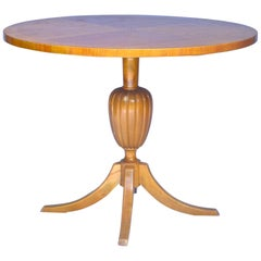 Swedish Biedermeier Round Table Tiger Stripe Golden Birch Honey, 19th Century