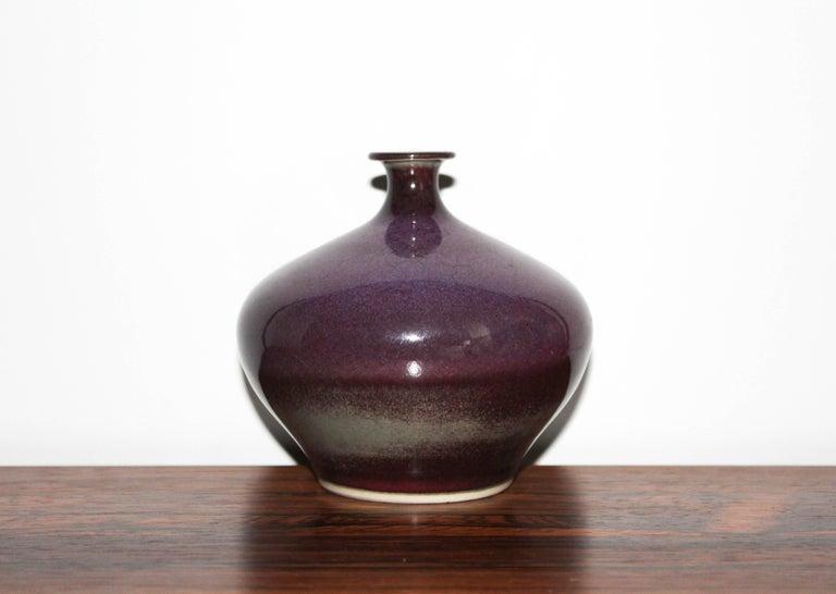 Midcentury ceramic vase by Swedish design Sven Hofverberg. Excellent vintage condition. Marked SH.