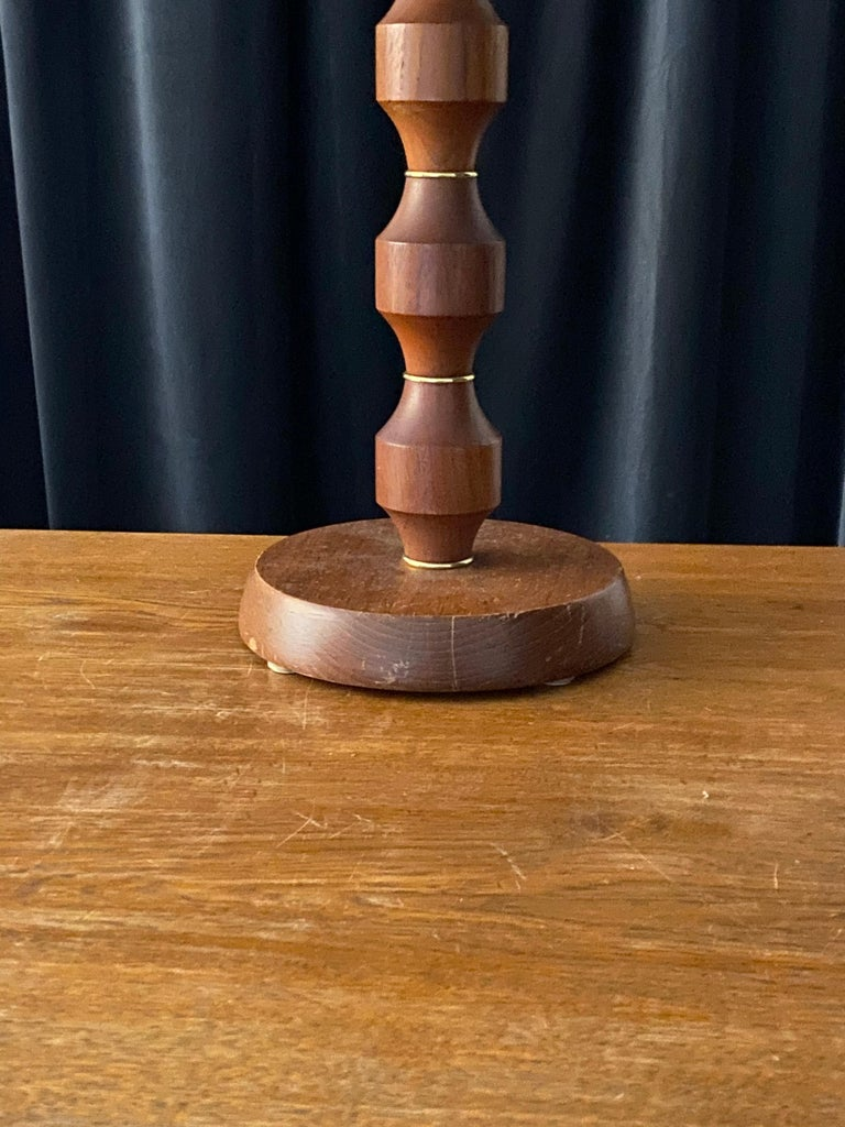Swedish Designer, Large Minimalist Table Lamp, Solid Teak, Brass, Sweden 1960s In Good Condition For Sale In West Palm Beach, FL