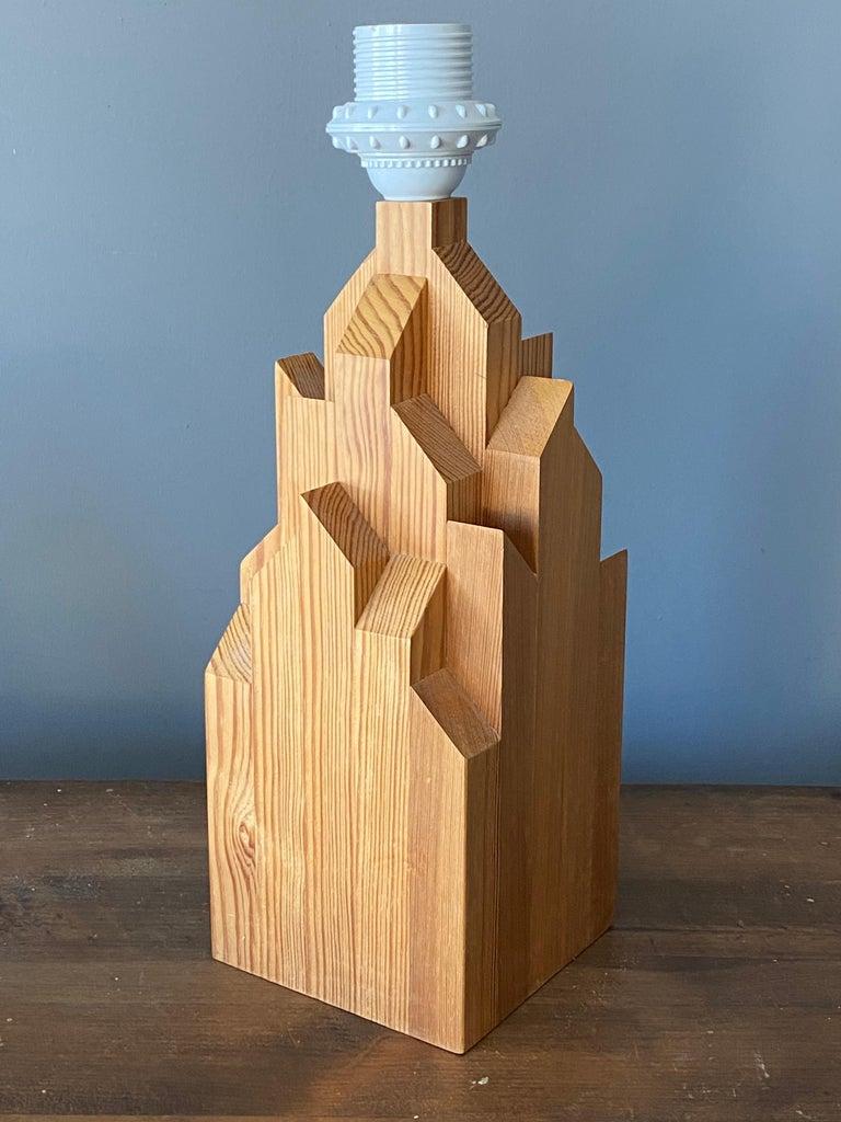 Swedish Designer, Minimalist Table Lamp, Solid Pine, Sweden, 1970s For Sale 1