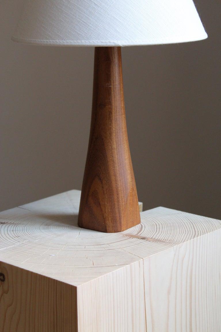 Swedish Designer, Minimalist Table Lamp, Solid Teak, Linen, Sweden, 1960s In Good Condition For Sale In West Palm Beach, FL