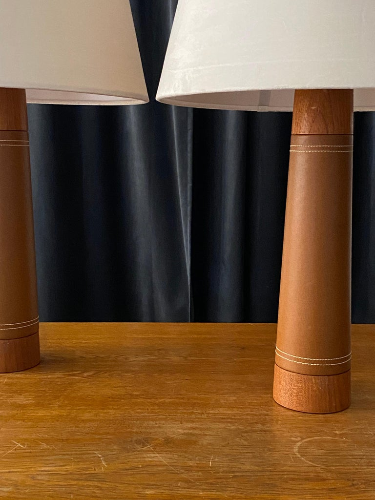 Swedish Designer, Minimalist Table Lamps, Solid Teak, Leatherette, Sweden, 1960s In Good Condition For Sale In West Palm Beach, FL