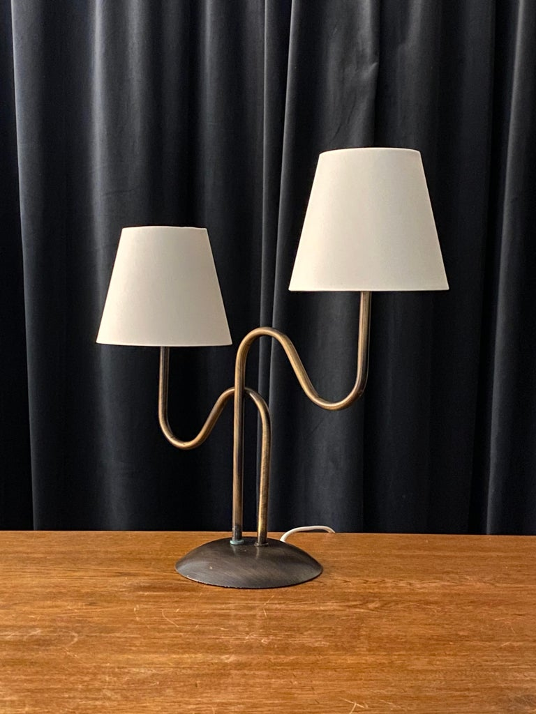 Swedish Designer, Organic Modernist Table Lamp, Brass, Sweden, 1960s In Good Condition For Sale In West Palm Beach, FL