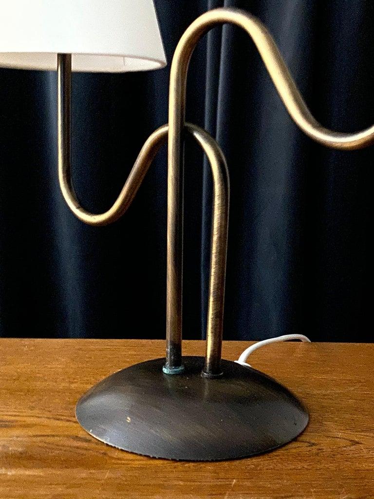 Swedish Designer, Organic Modernist Table Lamp, Brass, Sweden, 1960s For Sale 1