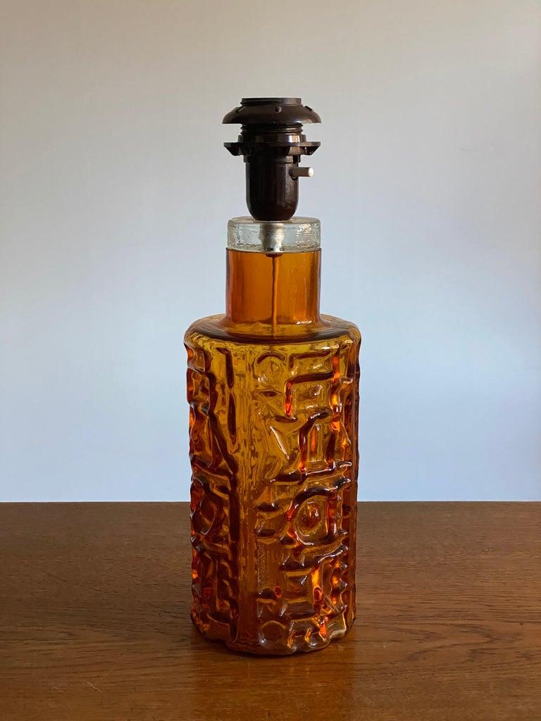 Scandinavian Modern Swedish Designer, Organic Table Lamp, Orange Glass, Sweden, 1950s For Sale
