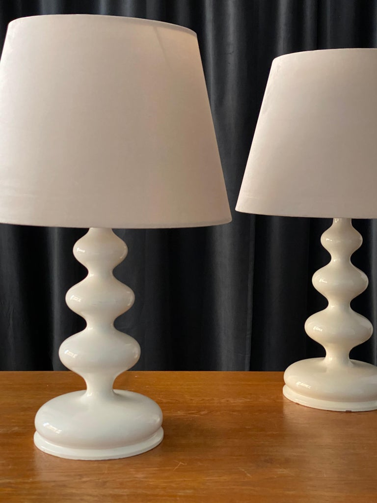 Mid-Century Modern Swedish Designer, Organic Table Lamps, White-Lacquered Wood, Sweden, 1960s For Sale