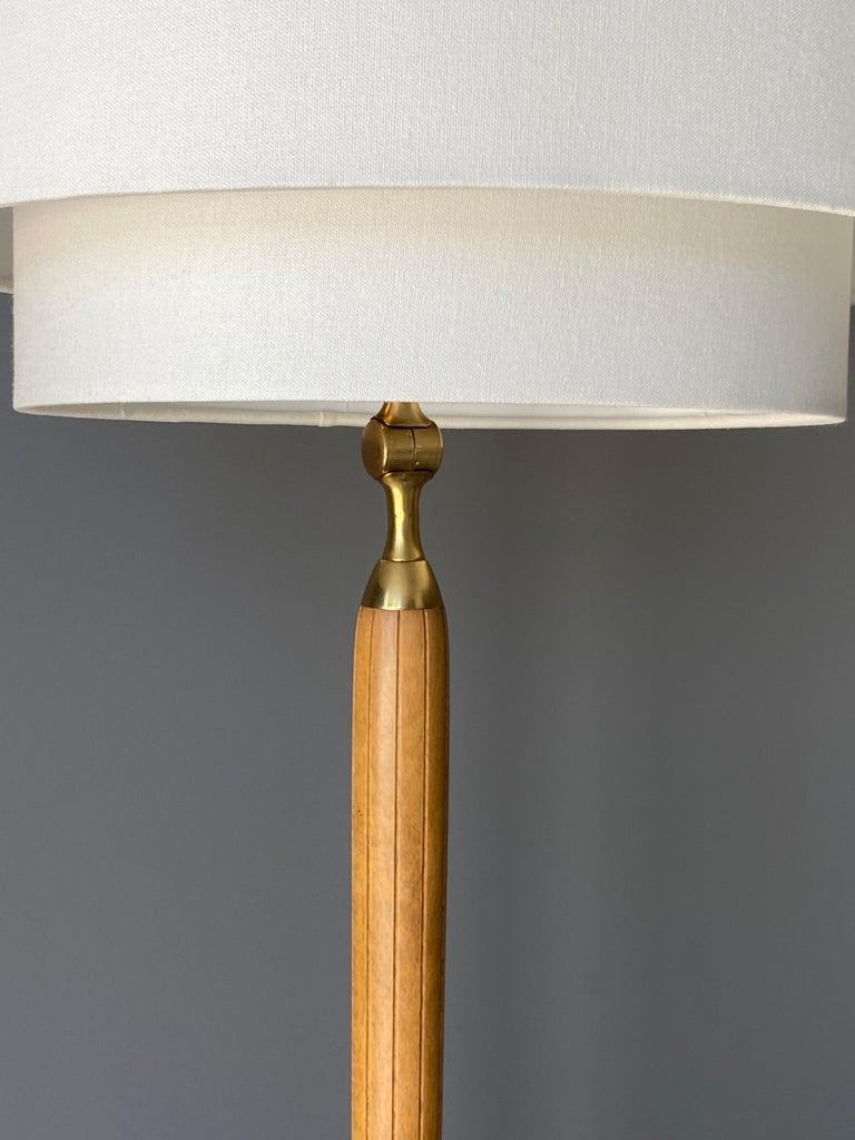 Swedish Designer, Pair of Floor Lamps, Brass, Wood, Linen, 1940s In Good Condition For Sale In West Palm Beach, FL