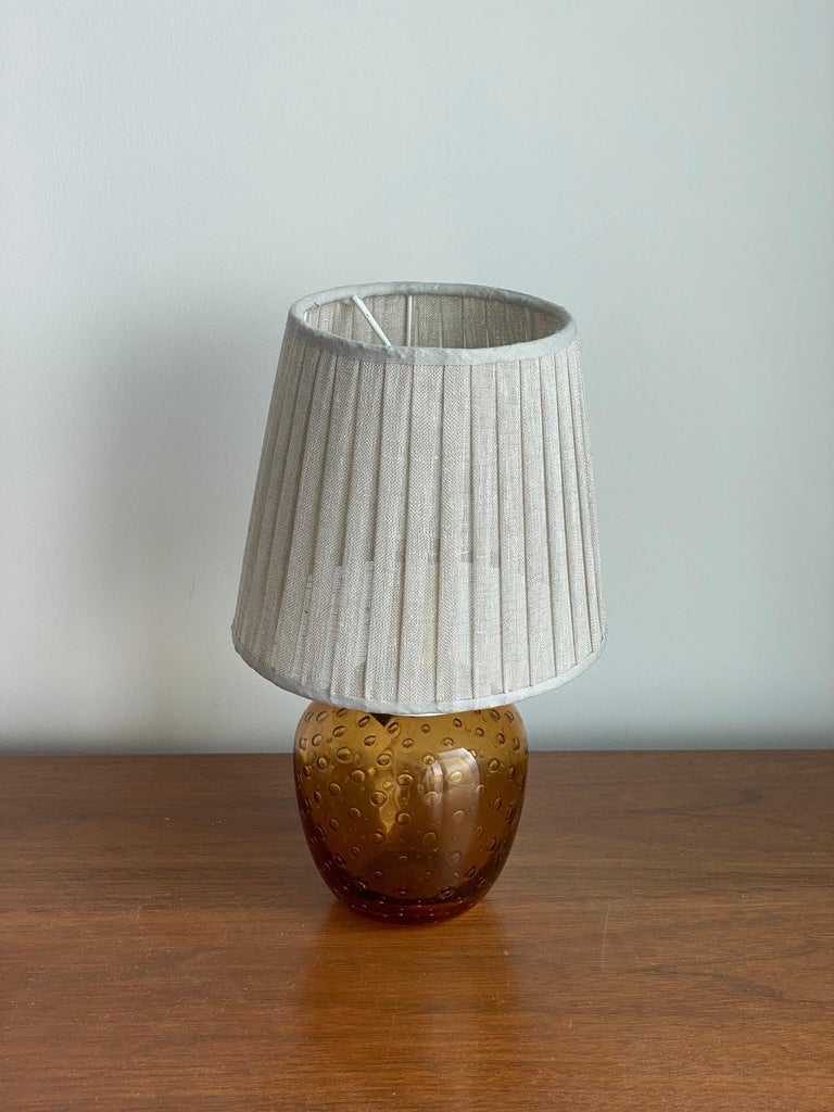 A small table lamp. Base in blown glass.