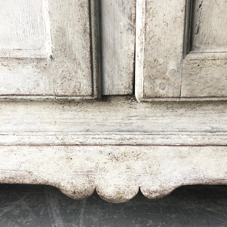 Swedish Early 18th Century Rococo Period Two Part Vitrine Cabinet For Sale 8