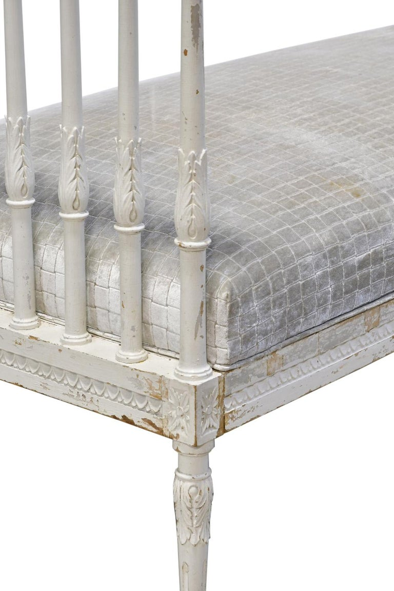 Swedish Gustavian Banquette/Daybed w/ White-Grey Paint & New Upholstery, c 1800  In Distressed Condition For Sale In Miami, FL
