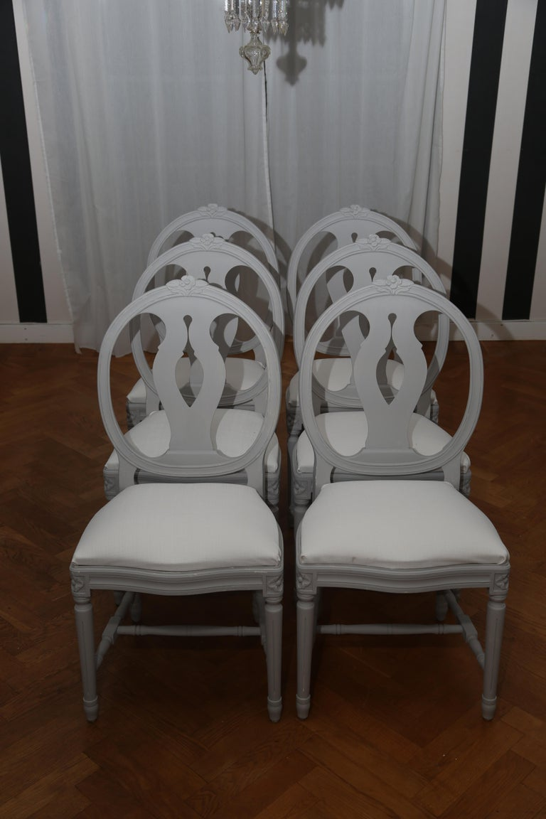 8398ae30cbcb5 Set of 6 Swedish Gustavian chairs in light grey. Classic medallion back  with urn shape
