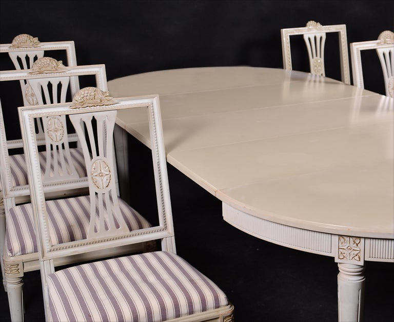 Swedish Gustavian Extendable Dining Table Mid-20th Century 8 10-Seat In Good Condition For Sale In LONDON, GB