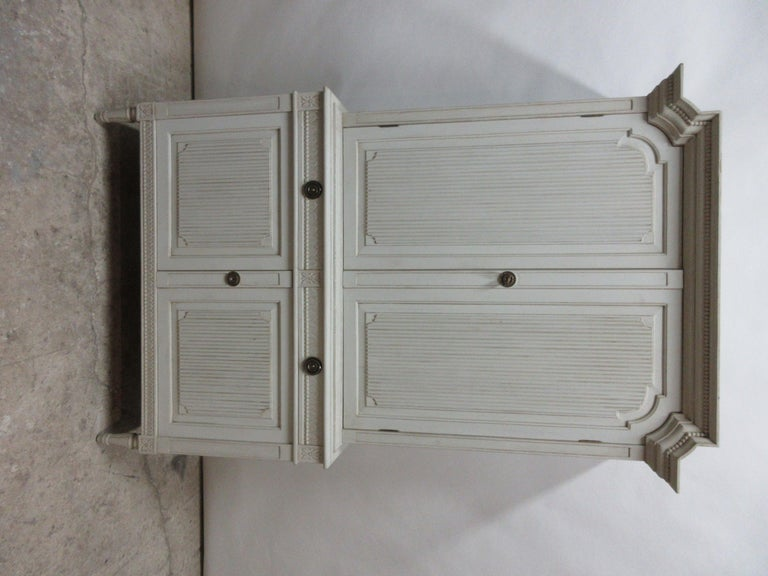 This is a Swedish Gustavian Hutch, it's been restored and repainted with milk paints