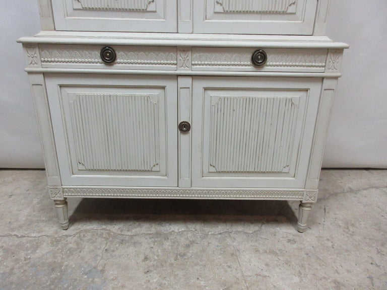 Swedish Gustavian Hutch In Distressed Condition For Sale In Hollywood, FL
