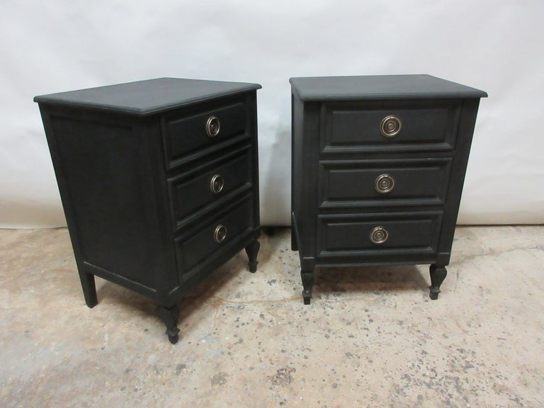 Swedish Gustavian Nightstands In Good Condition For Sale In Hollywood, FL