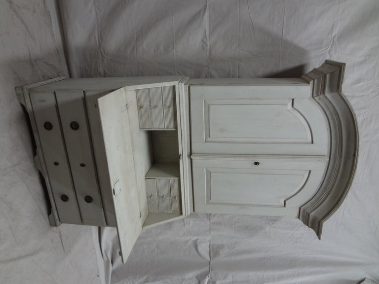 This is a Swedish Gustavian secretary Hutch, it's been restored and repainted with milk paints