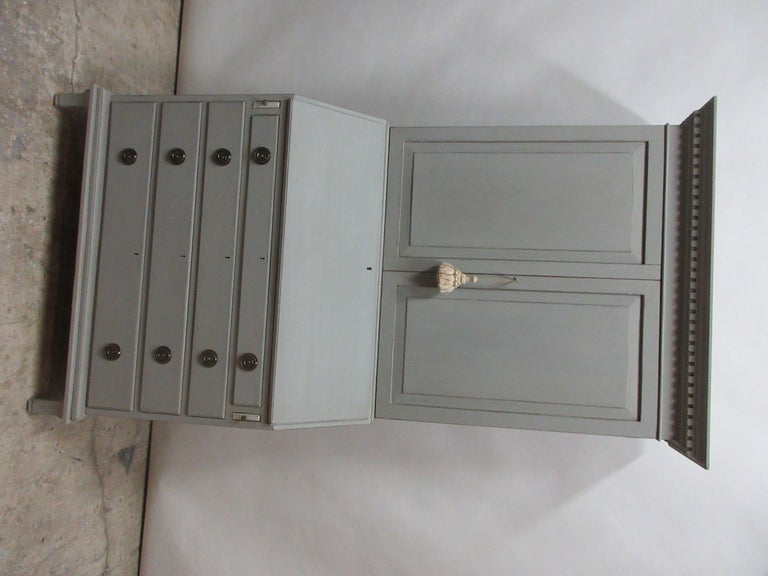 Swedish Gustavian Secretary Hutch In Good Condition For Sale In Hollywood, FL