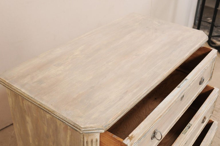 Swedish Gustavian Style Painted Wood Three Drawer Chest in Pale Grey For Sale 3