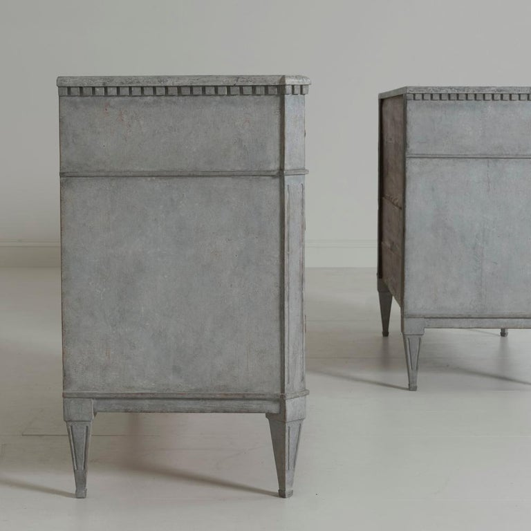 Swedish Gustavian Style Pair of Painted Bedside Commodes with Marbleized Tops 6