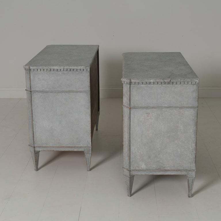Swedish Gustavian Style Pair of Painted Bedside Commodes with Marbleized Tops 7
