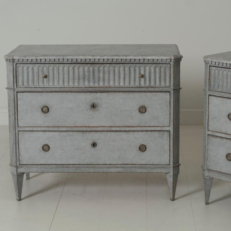 Swedish Gustavian Style Pair of Painted Bedside Commodes with Marbleized Tops In Excellent Condition In Wichita, KS